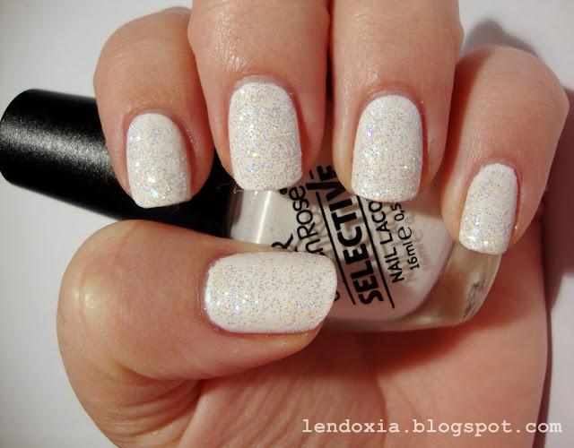 manikura s bijelim glitterom