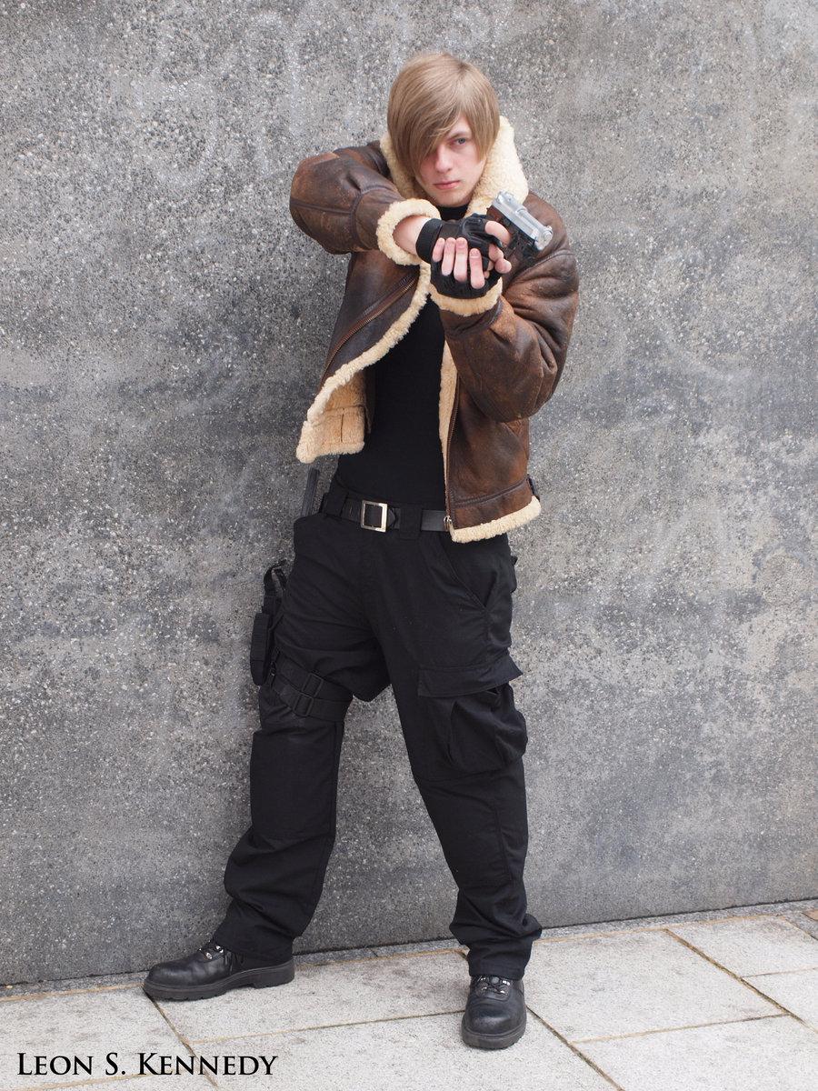 Empadinha Frita Cosplay Resident Evil Leon S Kennedy Fantasia T Shirt Pria Itachi Ampamp Sasuke Uchiha Oo Help Me Xd