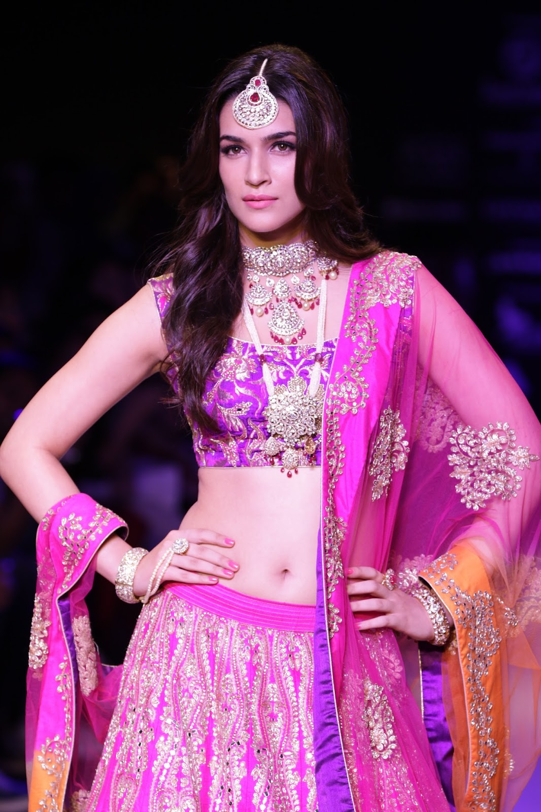 Kriti Sanon Latest Pictures at IIJW 2015-HQ-Photo-20