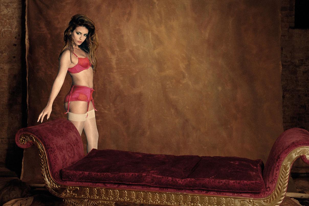 http://3.bp.blogspot.com/-gLIv08a5zLw/UCFJq5OWIRI/AAAAAAAAVdY/F7VGVR6g0tE/s1600/Monica+Cruz+Lingerie+-+Agent+Provocateur+Lingerie+Autumn-Winter+2012+Campaign+02.jpg