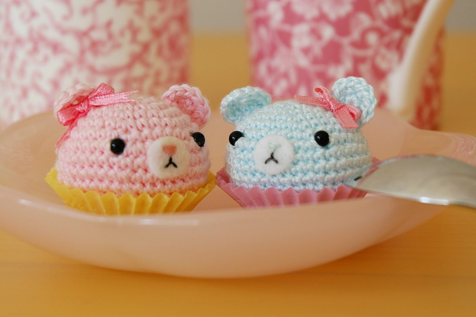 stuff susie made: Tiny amigurumi cupcakes