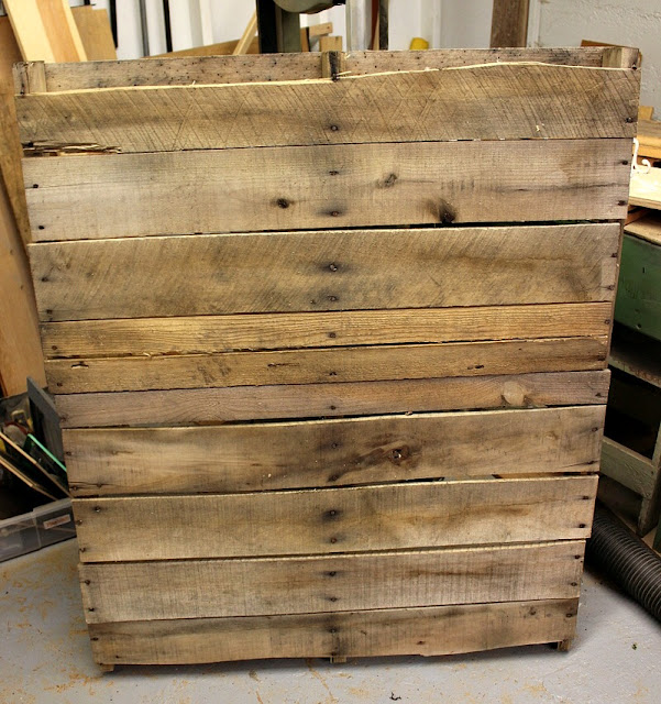 12 days of Christmas, pallet, tree, DIY, http://bec4-beyondthepicketfence.blogspot.com/2015/11/12-days-of-christmas-day-1-pallet-tree.html