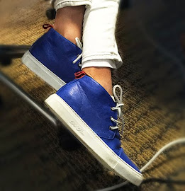 Bright cobalt blue Del Toro chukka sneakers.