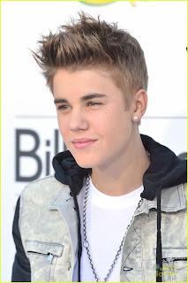 Justin Bieber 2013 side pose