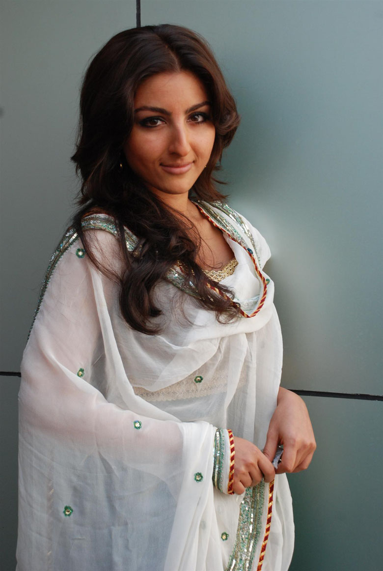 Celebrity Biography Soha Ali Khan