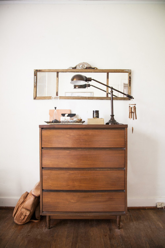 Pennyweight´s Apartment mid-century dresser and antique mirror