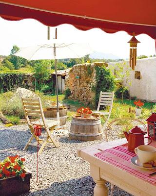 De casi todo un poco mas patios rusticos con encanto i for Casa y jardin tienda decoracion