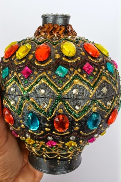 http://radhika-hobbycrafts.blogspot.in/2014/07/coconut-shell-box.html