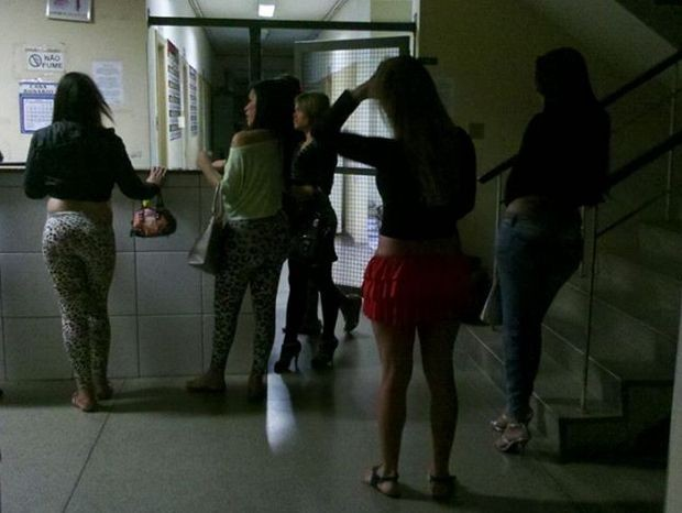 Travestis dão depoimento à política na noite de terça em Piracicaba (Foto: Valter Martins/Piracicaba em alerta)