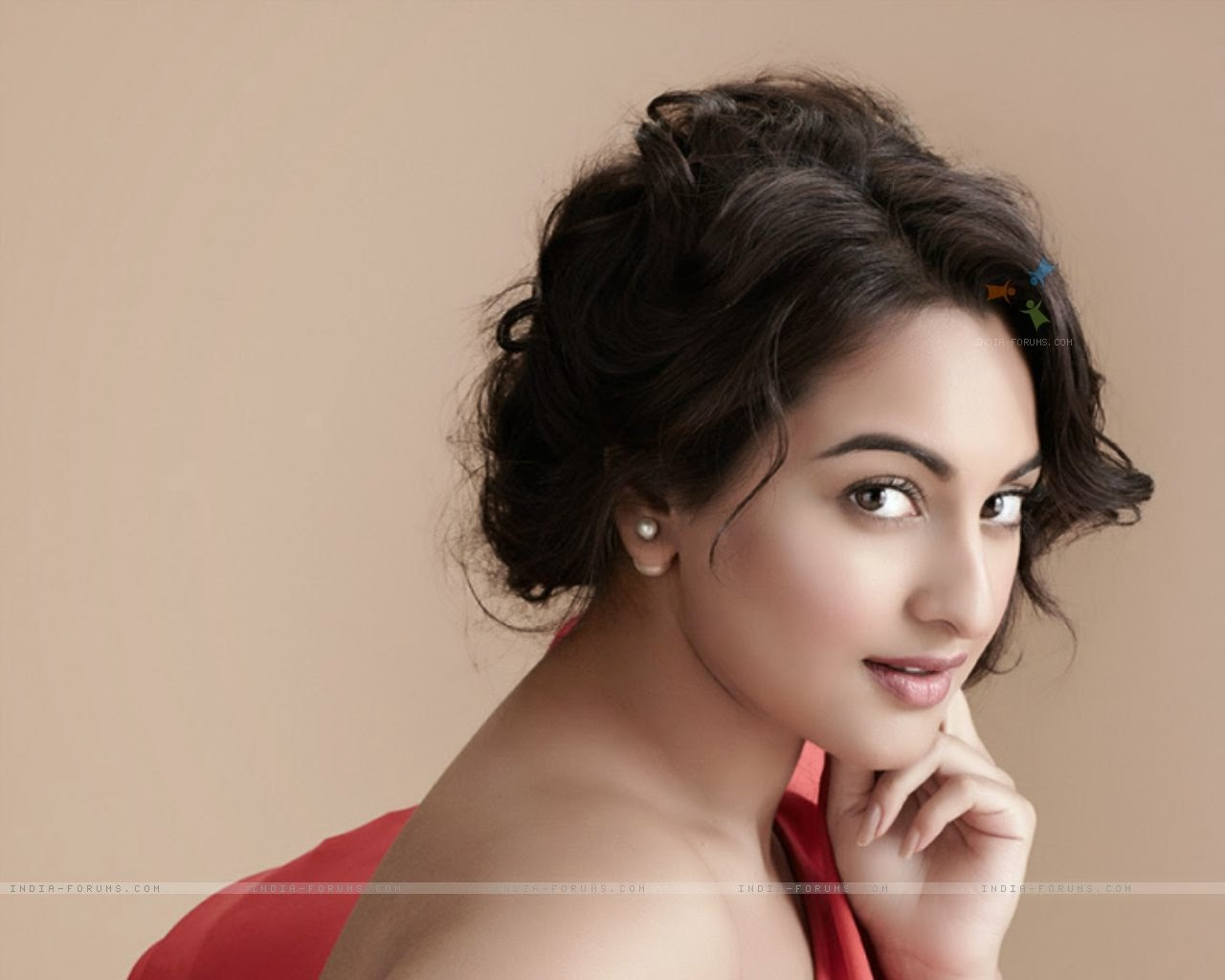 Sonakshi Sinha Birthday today