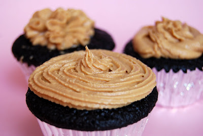 One Bowl Chocolate Cupcakes with Peanut Butter Frosting - Macaroni and ...