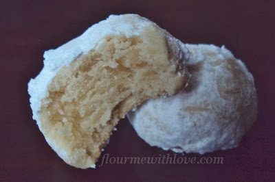 http://www.flourmewithlove.com/2013/11/mexican-wedding-cookies.html