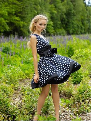 Атласні сукні на випускний