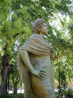 Sevilla - Estatua de la Duquesa de Alba 03