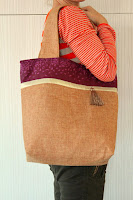 http://theseamanmom.com/color-block-tote-bag-tutorial/