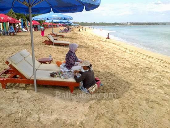 Disorders of street vendors in Kuta Beach
