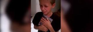 Réaction d'un enfant  qui reçoit GTA V  (VIDEO)