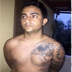 Homem que roubou helicóptero vestido de Papai Noel é preso na Bahia