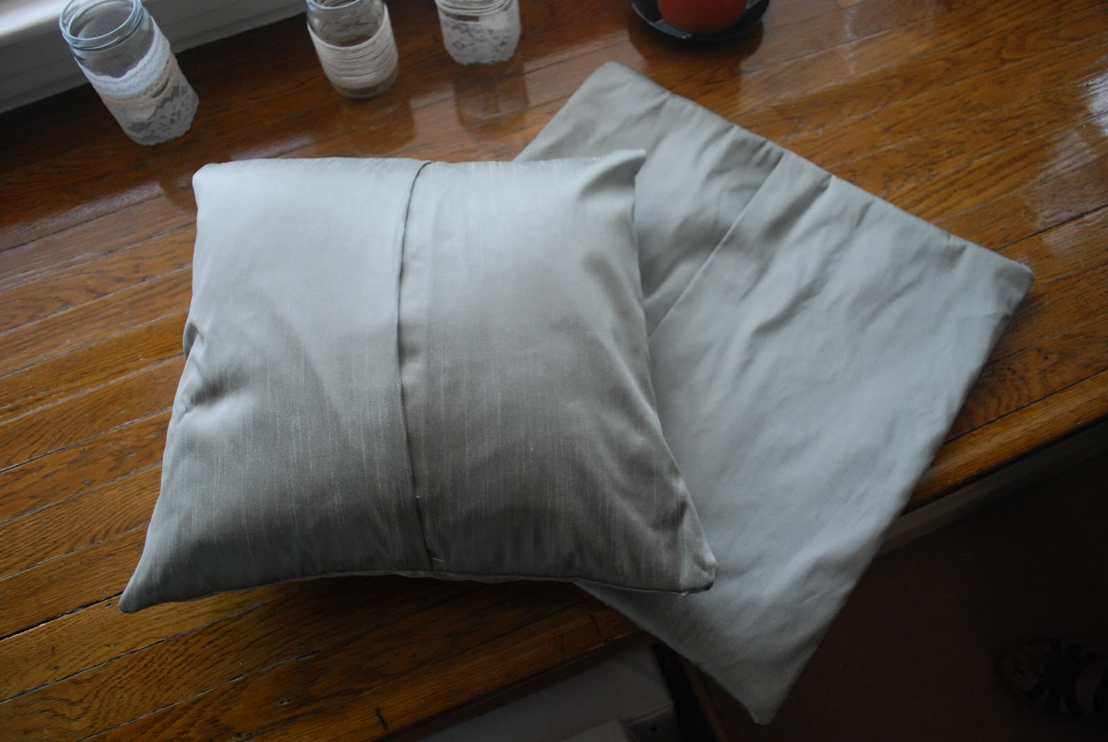 Make Your Own Decorative Pillow Covers : Crafternoon Delight: Sew What?: Make Your Own Pillow Covers