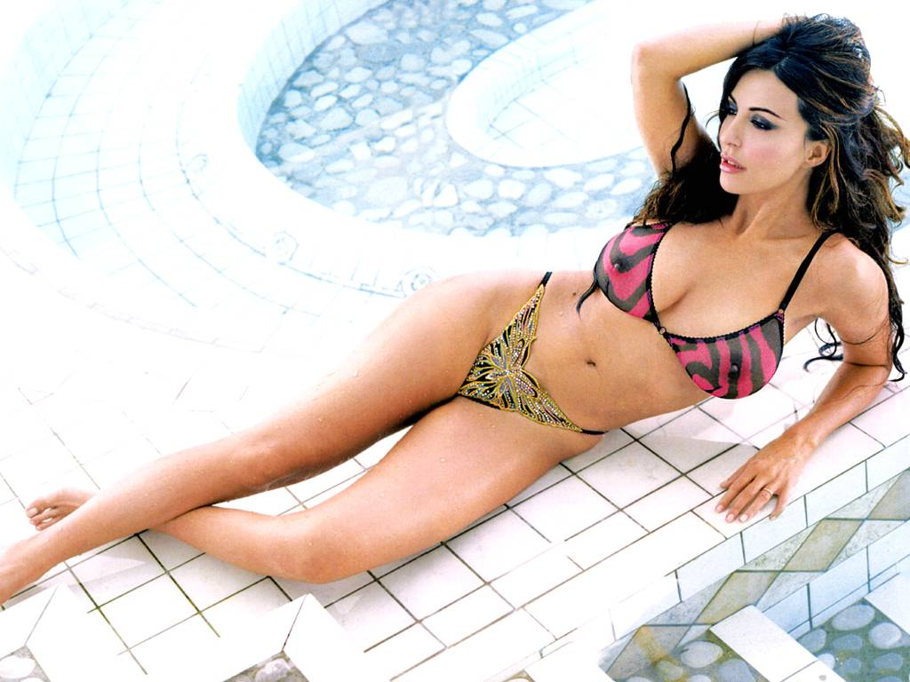 Latest sabrina ferilli hot wallpapers 2012 521 for Hot wallpapers world