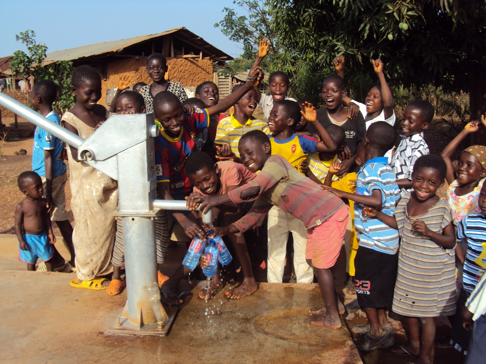http://3.bp.blogspot.com/-gOA4MYidL_w/T1COfuc9HRI/AAAAAAAAAP4/uy-3xYKDE0c/s1600/children%20celebrate%20water.JPG