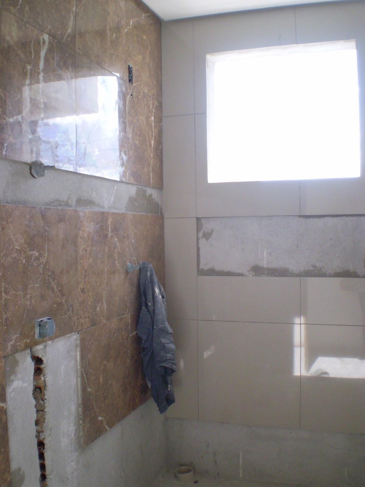 Essa aí é a minha sala. O gesseiro tá trabalhando nela essa semana. #535878 1200x1600 Banheiro Com Pastilhas Marron