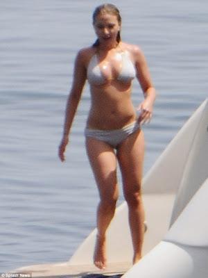 scarlett johansson actriz viuda negra vengadores en bikini 2012