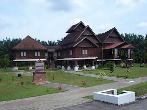 Replika Istana Raja Melewar, Rembau
