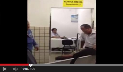Médico vê paciente morrendo e não levanta da cadeira