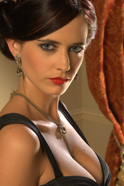 casino-royale-eva-green-promo-cleavage.j
