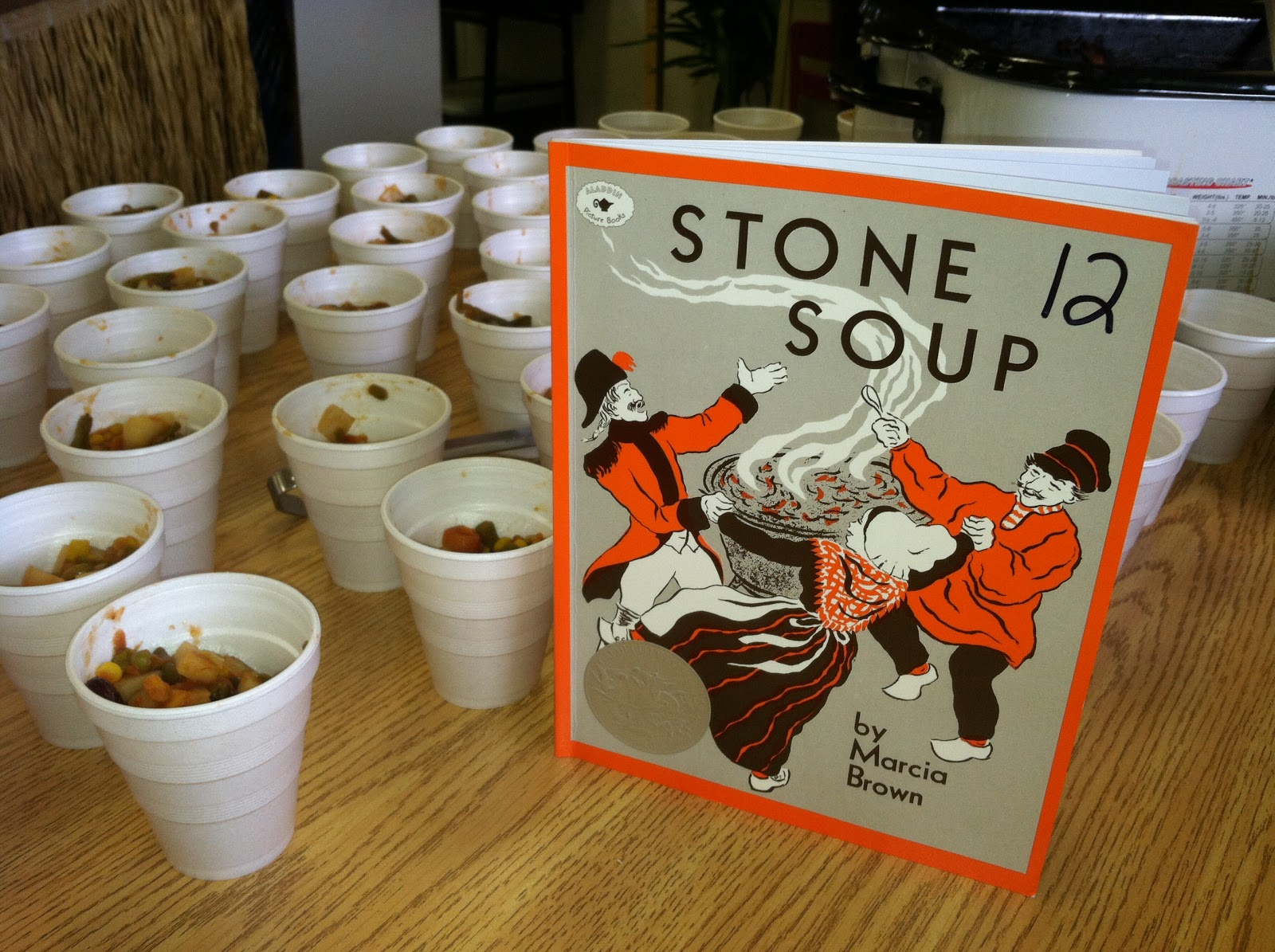 stone soup 100 different beers, 12 on draft, happy hour mon-sat $3 pints  full bar, tv's fresh sandwiches, soups and salads, wrapssandwich salads in saint petersburg.