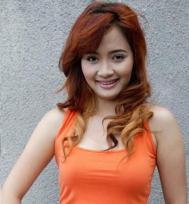 Honda Foto artis Baru 2013: Foto Vega Darwanti hot bukan empat mata ...