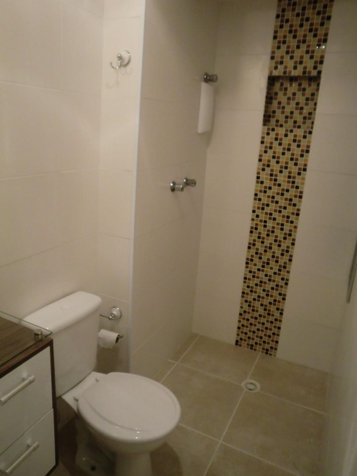 Passo a Passo de como fazer um nicho de pastilhas de vidro dentro bo box do b -> Banheiro Decorado Com Pastilhas Marrom