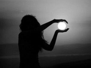 Nunca volvamos a decir que el cielo es el limite cuando hay pisadas en la luna.
