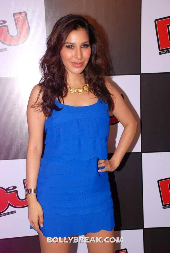 Sophie Choudry posing in blue dress - (4) - Sophie Choudry latest photos