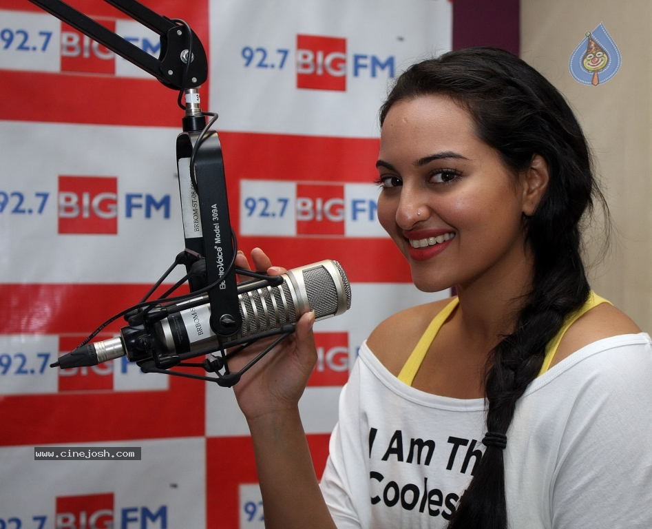 Sonakshi Sinha at 92.7 BIG FM -  Sonakshi Sinha Promotes Rowdy Rathore at 92.7 BIG FM