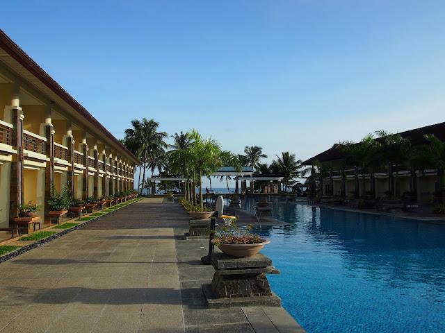 Sheridan Beach Resort infinity pool