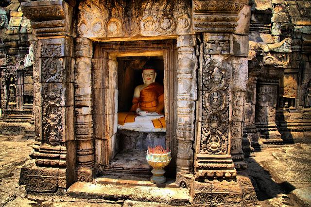 C'est dans la région de Kompong Cham qu'il est possible de visiter le temple de Wat Nokor Chey. Jouxtant la pagode du même nom, le Wat Nokor Chey auarait été construit au douzième siècle, sous le règne de Jayavarman II donc. Le temple est facile d'accès, extrêmement bien entretenu et abrite une petite pagode de construction récente à l'intérieur de ses murs de latérite.