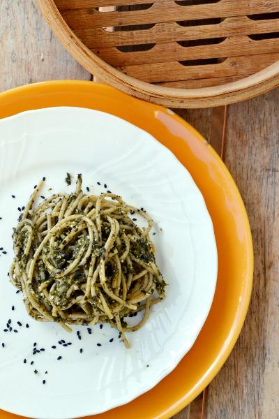 spaghetti integrali al pesto di cavolo nero