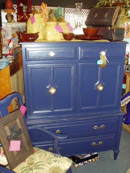 Faux painting furniture sold vintage regal navy for Navy blue painted furniture
