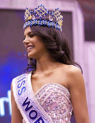 Ivian Sarcos xxx bikini Miss Venezuela 2011