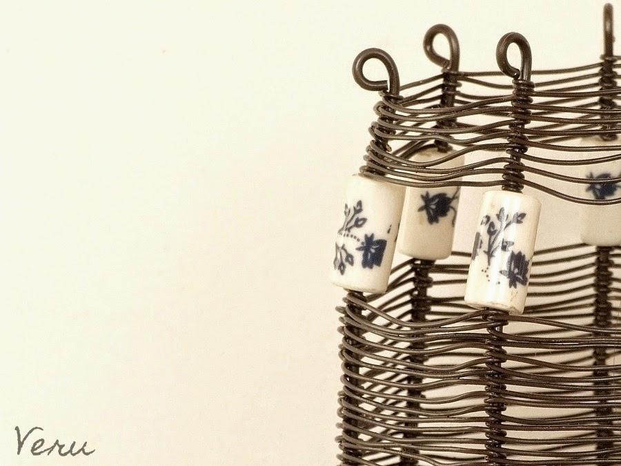 Košík s porcelánovými korálky