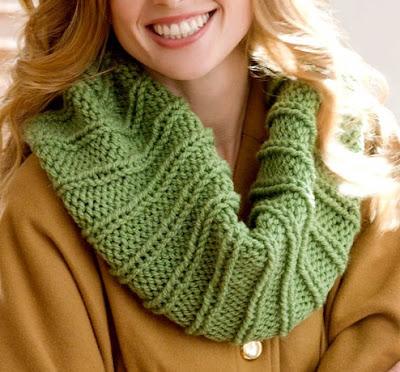 Gola verde em tricot