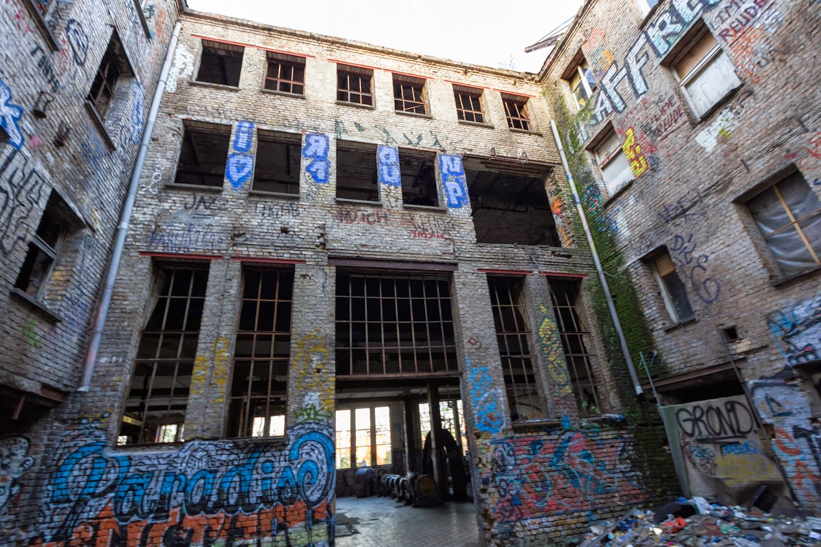 frozen out eisfabrik the abandoned ice factory abandoned berlin. Black Bedroom Furniture Sets. Home Design Ideas