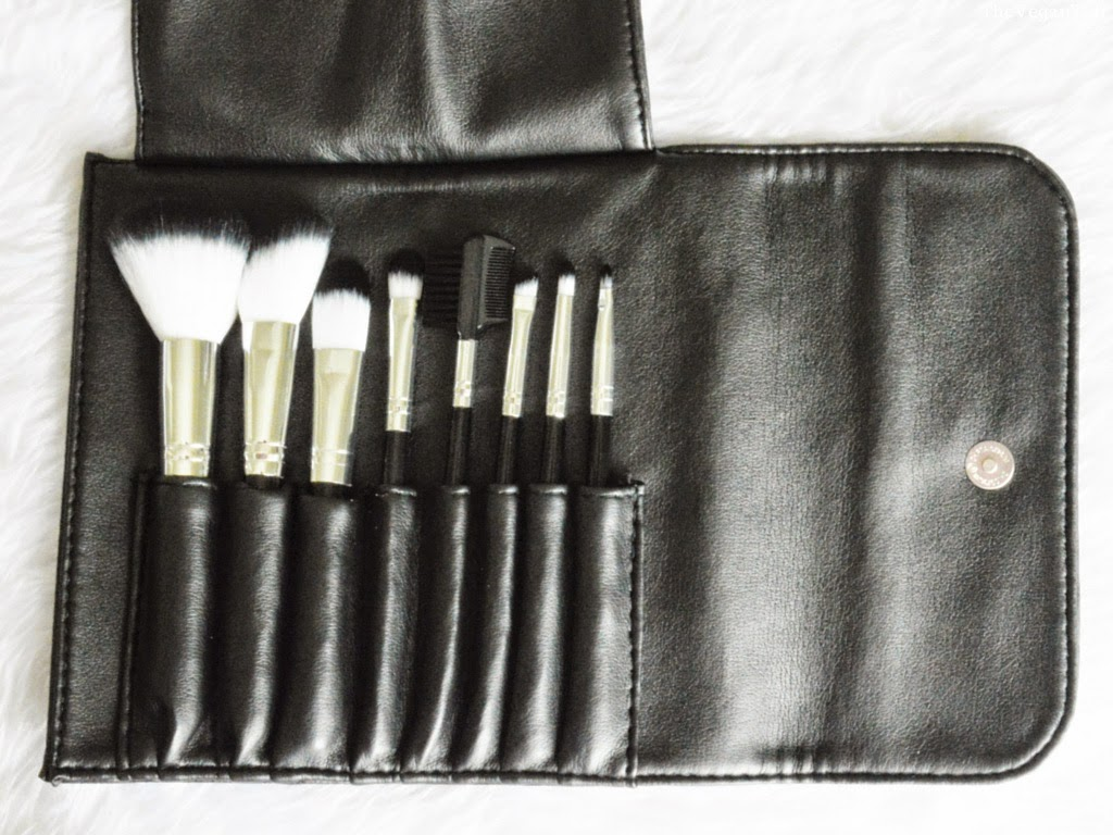 avere makeup brush set