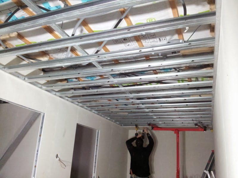 montage de plafonds suspendus maison passive dans le nord pas de calais. Black Bedroom Furniture Sets. Home Design Ideas