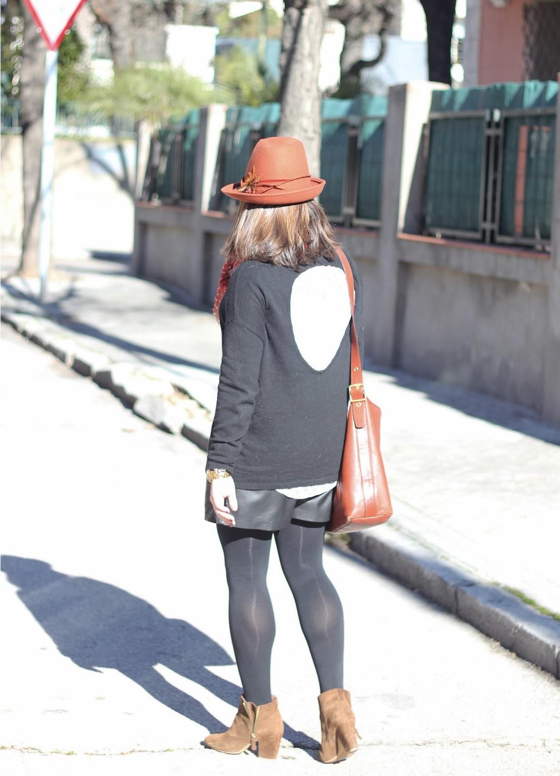 photo-camelandblack-streetstyle-leathershorts
