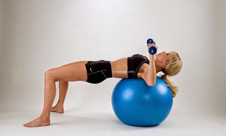 Göğüsleri Büyüten ve Dikleştiren Egzersiz