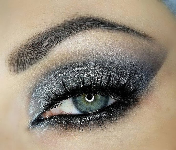 Eye MakeUp Trends For Ladies...
