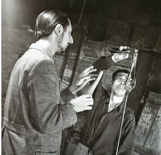 Carlo+scarpa+with+master+glassmaker+arturo+biasutto+(aka+%e2%80%9cboboli%e2%80%9d),+murano,+1943.+archivio+storico+luce